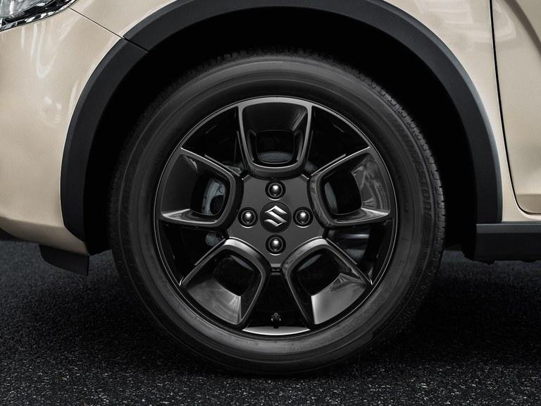 Ansicht der Suzuki Ignis Hybrid 16-Zoll Alufelgen.