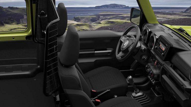 Innenraumaufnahme eines Suzuki Jimny Hybrid in Kinetic Yellow.