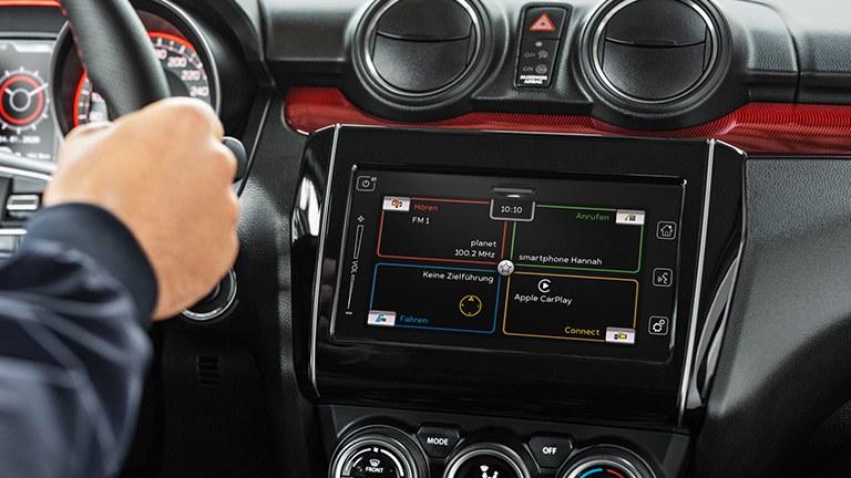 Detailaufnahme des Dashboards eines Suzuki Swift Sport Hybrid.