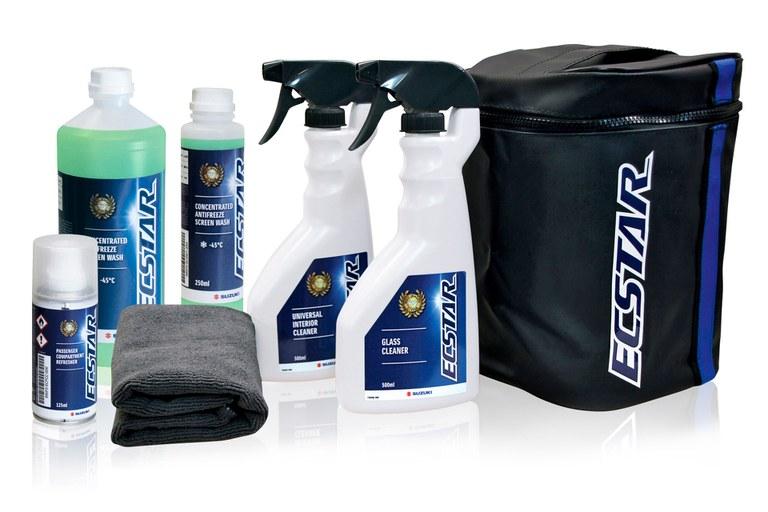 Produkte der Suzuki ECSTAR Pflegeserie nebeneinander aufgestellt.